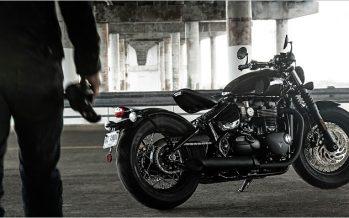 """5 มุม """"แบล็ค"""" ของ Triumph Bonneville Bobber Black"""